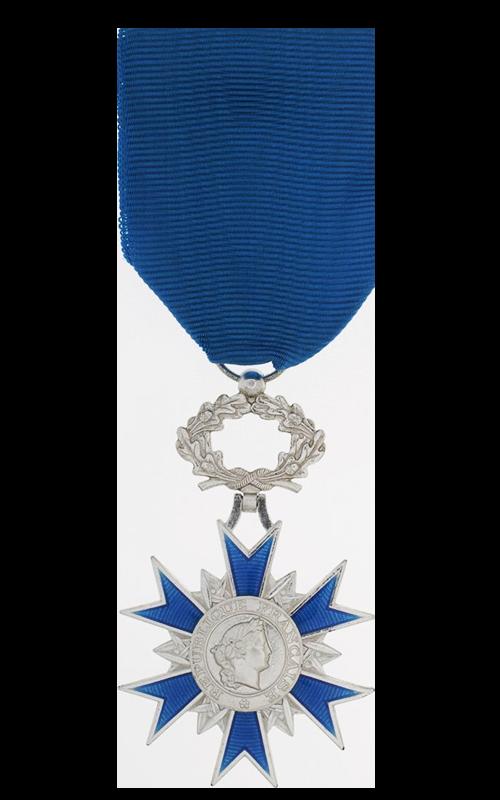 Médaille de Chevalier de l'Ordre Nationale du Mérite